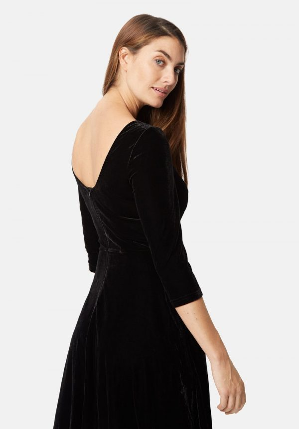 scoop back velvet pensive