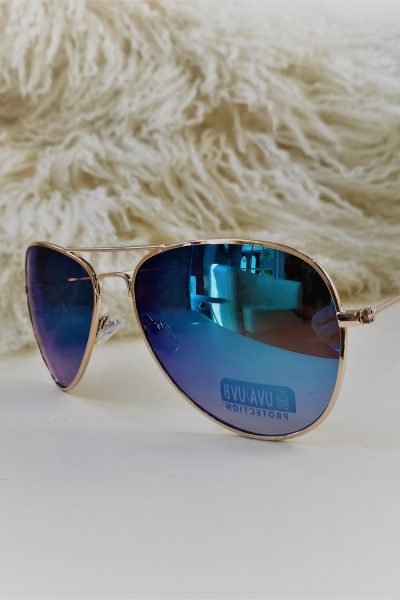 Blue mirrored Aviators